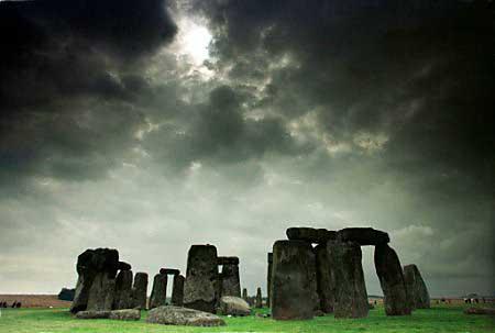 http://theparanormaleffect.files.wordpress.com/2008/06/stonehenge.jpg